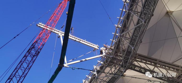 上海体育场应急改造工程悬挑钢结构安装到位_6