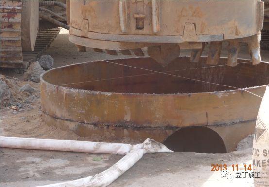 打桩时遇到坍孔,导管堵管,钢筋笼上浮,咋办_9