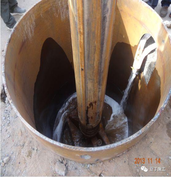 打桩时遇到坍孔,导管堵管,钢筋笼上浮,咋办_10