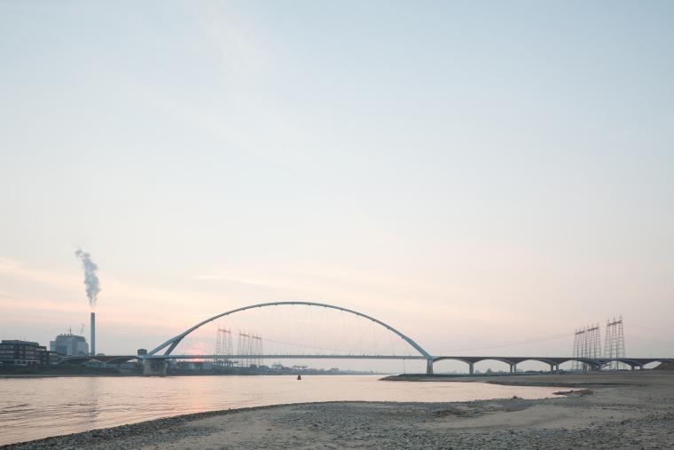 荷兰DeOversteek都市大桥_3