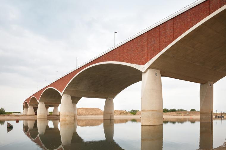 荷兰DeOversteek都市大桥_7