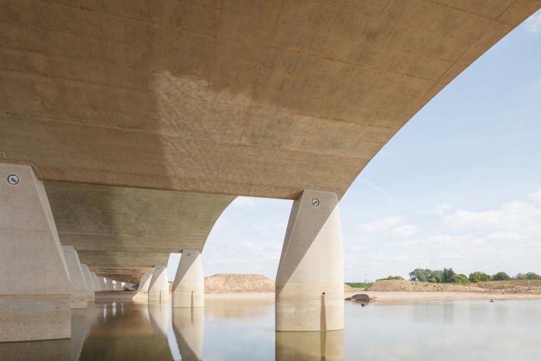 荷兰DeOversteek都市大桥_10