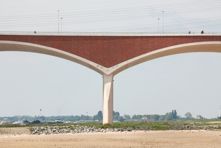 荷兰DeOversteek都市大桥_6