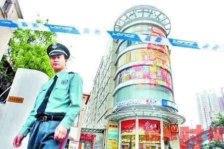 """广州万国广场遭""""诈弹""""恐慌 数千人紧急疏散"""