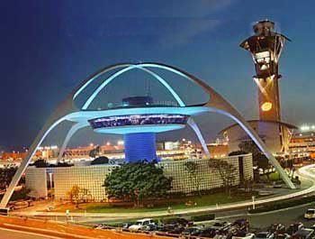 洛杉矶国际机场顶楼餐馆因水泥块坠落而关闭