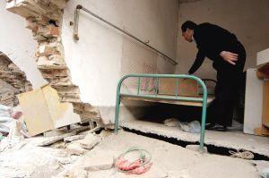 地铁施工致民房断裂塌陷4号线施工方房屋重建方案遭质疑
