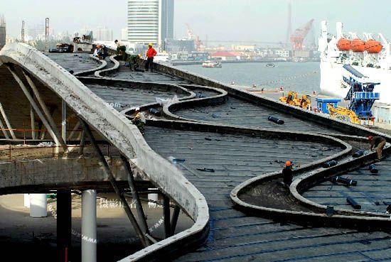 上海港國際客運中心觀光橋初現雛形