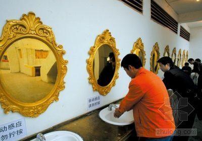 千人蹲位厕所亮相重庆 被指最臭形象工程