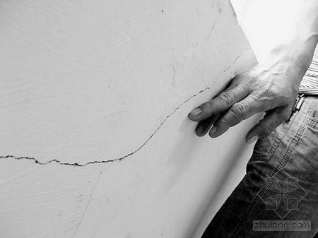 苍南台风受灾村民联建房入住一年出现裂缝(图)