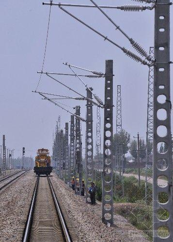 内蒙古首条电气化国铁改造工程开始接触网架线施工