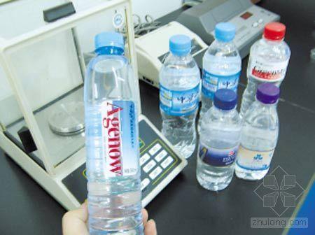 专家称矿泉水不会致癌 建议依食用量而定(图)
