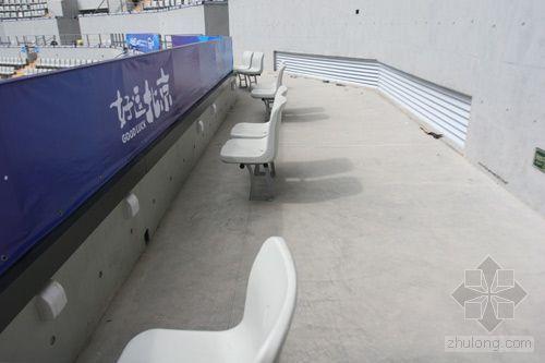 无障碍通道遍布网球中心 残疾人和普通人并肩观战