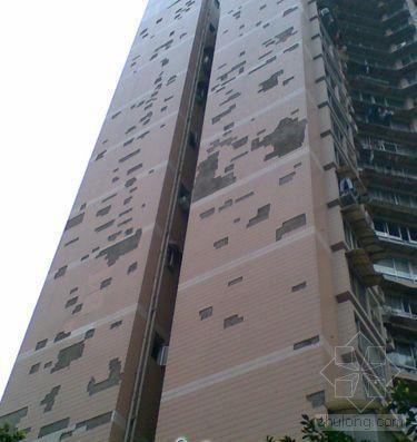 重庆江北一高楼频掉外墙瓷砖 居民绕道而行