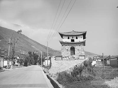 云南大理为修公路拆毁唐代古城墙