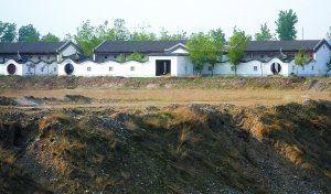 北京对小产权房动真格 强拆32栋仿古四合院