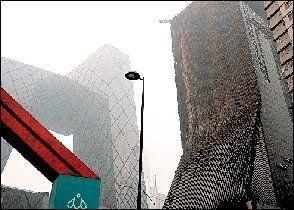 央视新址配楼开拆外墙玻璃 修缮已超两个月