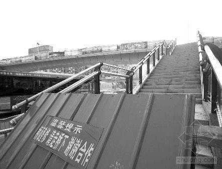 郑州天桥拆塑胶桥面铺回混凝土 市民质疑缘何折腾