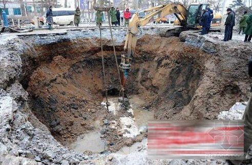 长春一自来水管线被挖坏 上万户居民停水