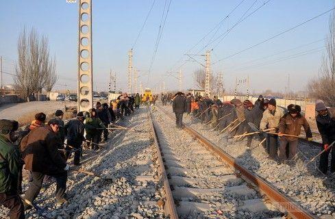 1600农民工银川站冬季施工感受温暖