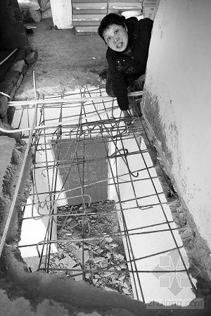 长春:新买婚房还没住 装修走两步高跟鞋踏穿楼板