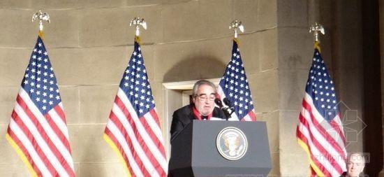 奥巴马出席普利茨克奖颁奖典礼 并盛赞德·莫拉