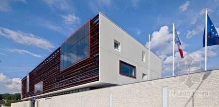 法国普罗旺斯历史城区建造新的警局