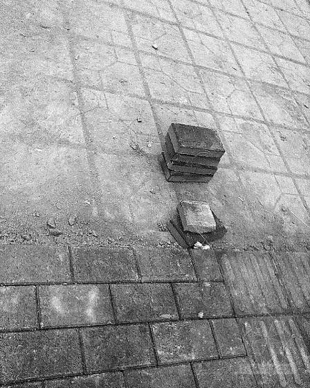 直接铺到地砖上 透水砖咋能这样装?
