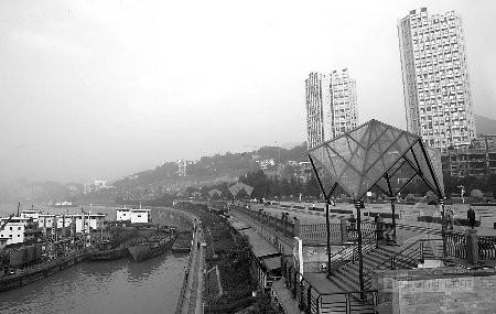 重庆施工围挡涂上城市老照片