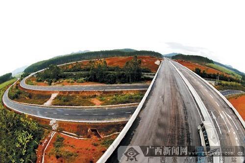 钦州至崇左高速公路年底将通车