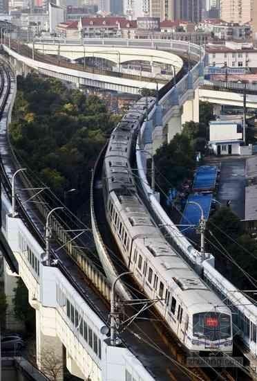 上海:地铁如豆腐中打洞