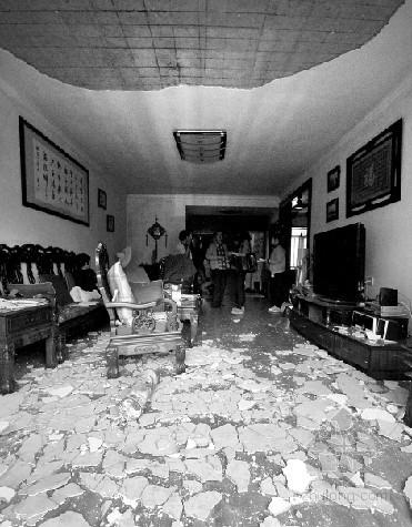 金华一安置房房顶坍塌 天花板早有问题