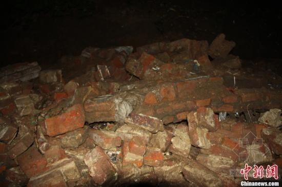 学校围墙坍塌再引事故 四名学生身亡