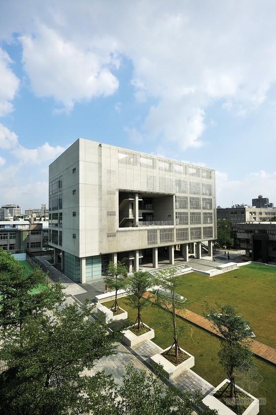 大元联合建筑师事务所设计台北实践大学体育馆及图资大楼