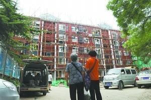 北京:首个老旧小区改造项目完工 47岁老楼今天露出新面孔