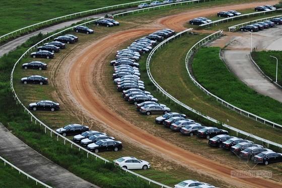 南京耗资5亿建赛马场闲置成停车场 年亏损逾600万
