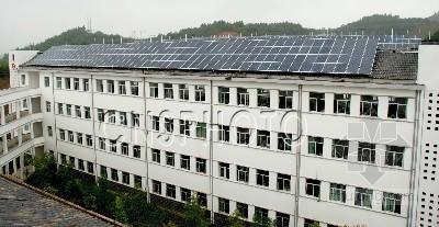 大连:六层小楼挂着300组太阳能集热器