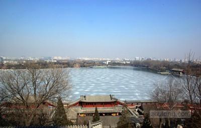 北京北海公园走冰面要求购票 园方称属合理行为