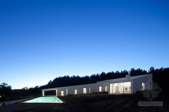 葡萄牙vitor vilhena 单层坡地别墅带室外游泳池
