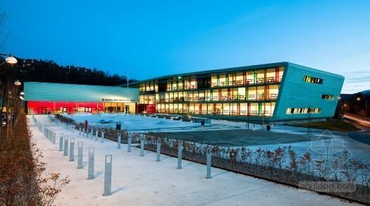 LINK设计的挪威诺达尔·格里格高中校舍