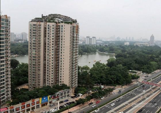 """北京26层楼顶盖""""超级别墅"""" 避雷针有点悬"""