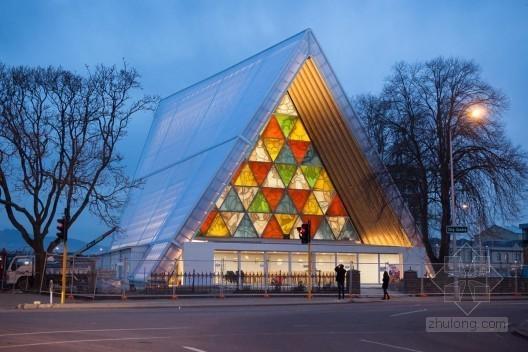 坂茂设计的新西兰纸板大教堂