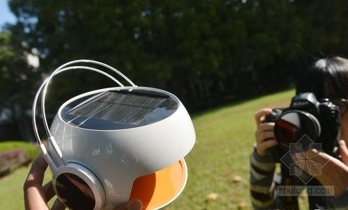 吸足阳光可用8小时 复旦太阳能音箱亮相工博会