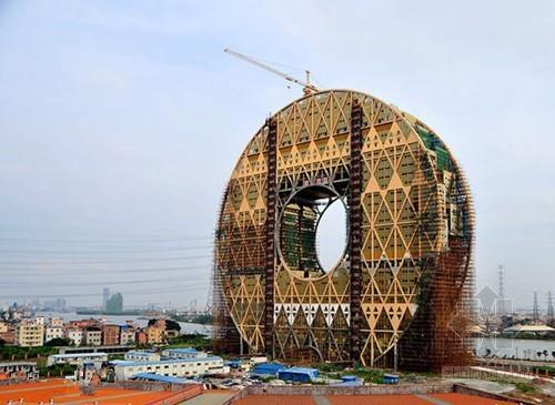 """全球最大圆形建筑""""广州圆""""屹立珠江边"""