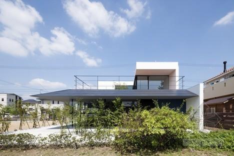 阿波罗建筑师事务所设计的日本滨松有发廊的别墅