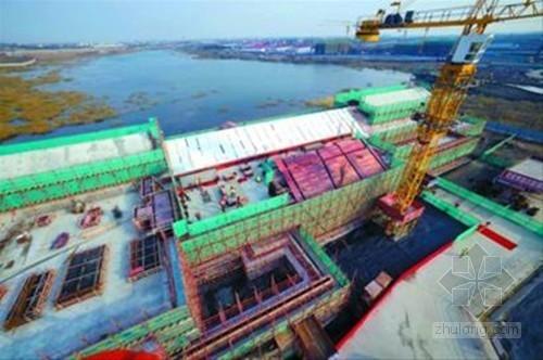 上海迪士尼乐园首幢建筑封顶 迎来新里程碑