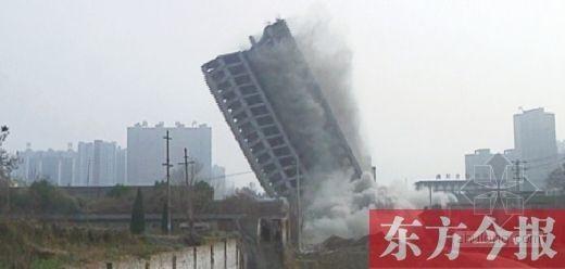 河南违建占河道两年 政府垫付2400万元拆除