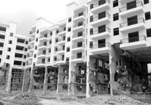 三亚违建拆一半留一半房屋受损 多户村民索赔难