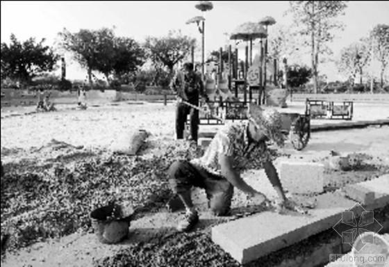 广东一儿童公园转身变工地