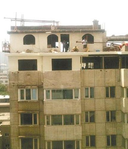 石家庄最牛违建:10层楼顶加盖2层仿古建筑