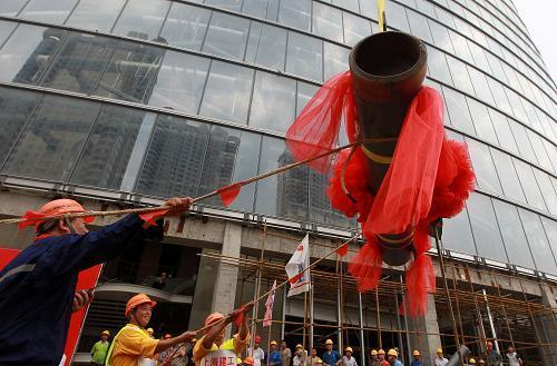 """""""上海中心""""632米结构封顶 刷新上海城市天际线"""